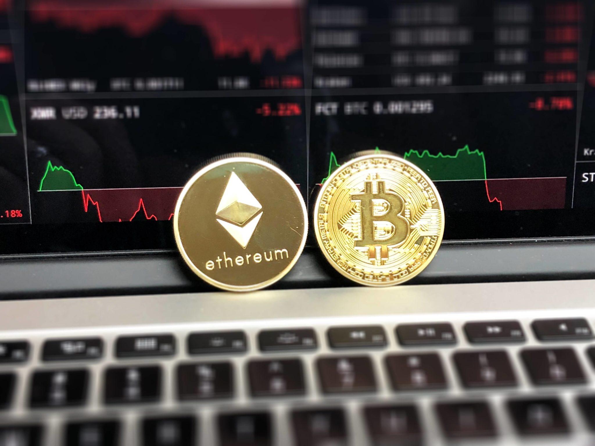 [ Bitcoin vs IOTA ] : Key differences & understanding Tangle vs Blockchain